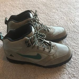 newest 4f0b0 9d58f Womens 1990 Nike Shoes on Poshmark